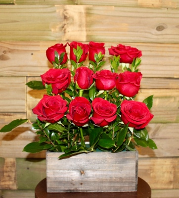 GP-106. ROSES IN A BOX. $74.99