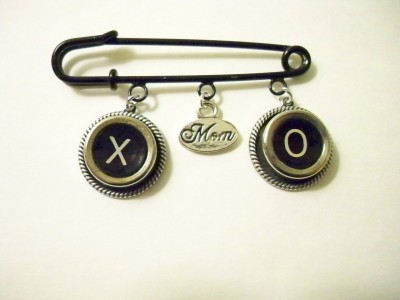 X & O Mom Lapel/Scarf Pin