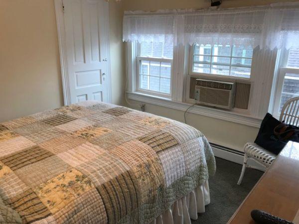 Room G Queen Bed