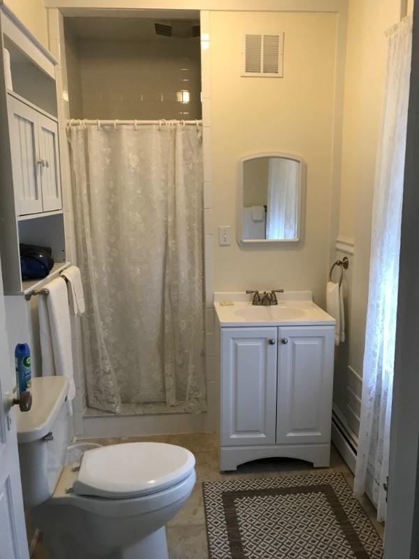 Suite B Bathroom