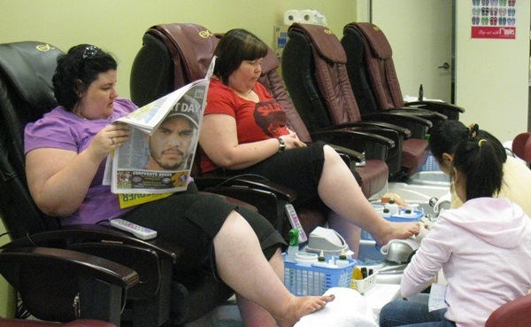 Chains nail salon use kalopi pedicure chairs