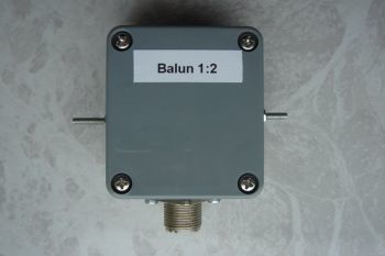 The 2:1 balun (or is it a UnUn)  in a 1/4 wave vertical antenna