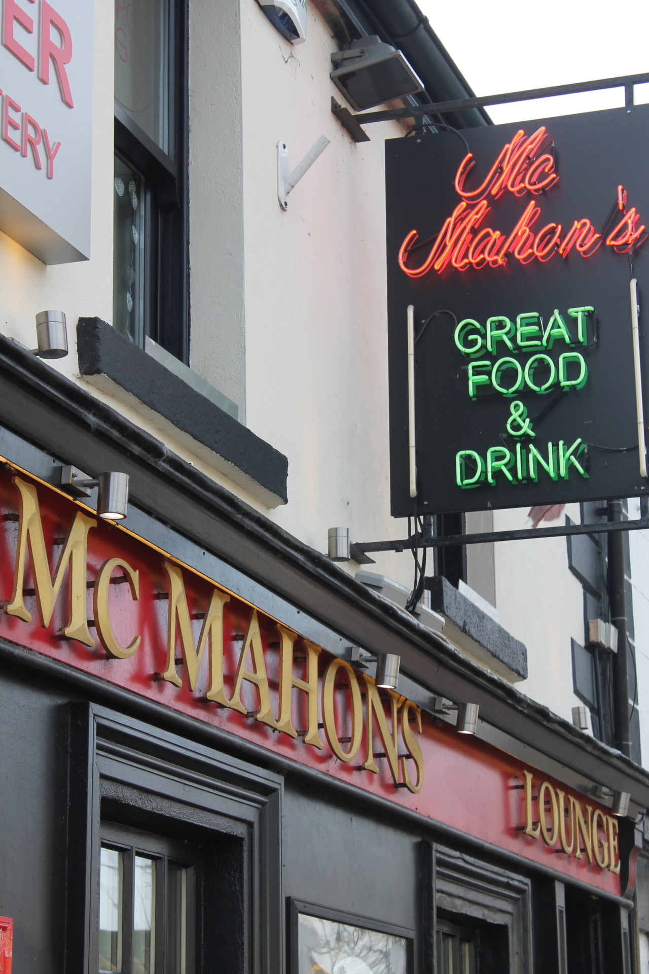 McMahons Bar Maynooth outside view
