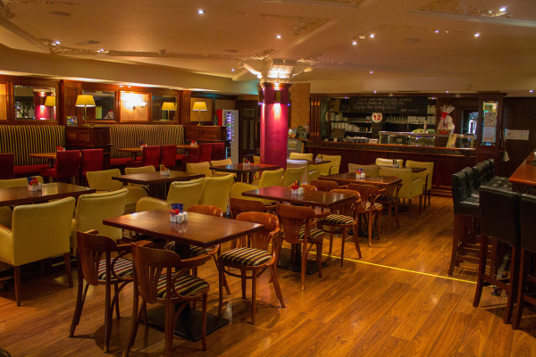 McMahons Bar Maynooth resturant area
