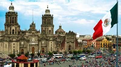 Вид из нашего отеля на главную площадь Мексико Сити