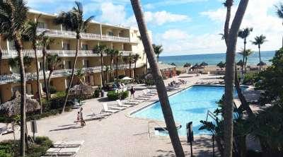 Наш отель с выходом на пляж
