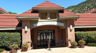 Glenwood Springs, Pool building