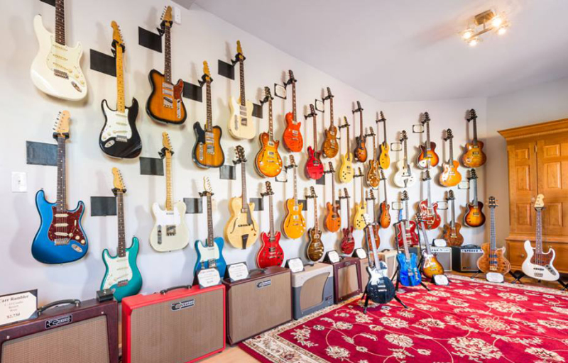 DHR Guitar Experience Redefines Fine Instrument Buying.