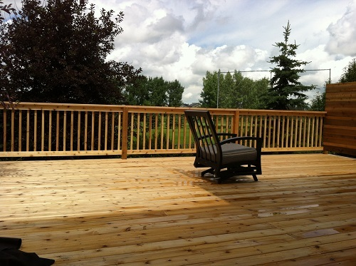 Cedar deck and picket railing