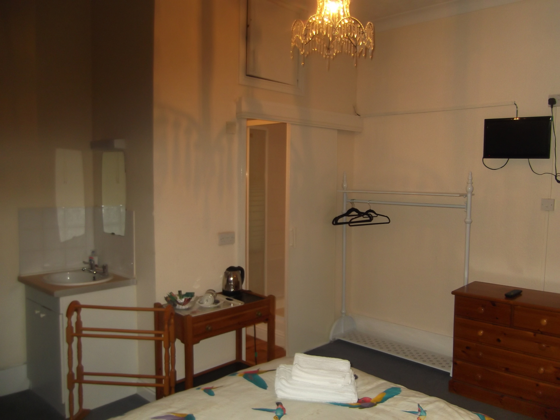 TV, tea and coffee maker and shower