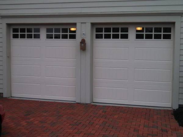 White garage dor