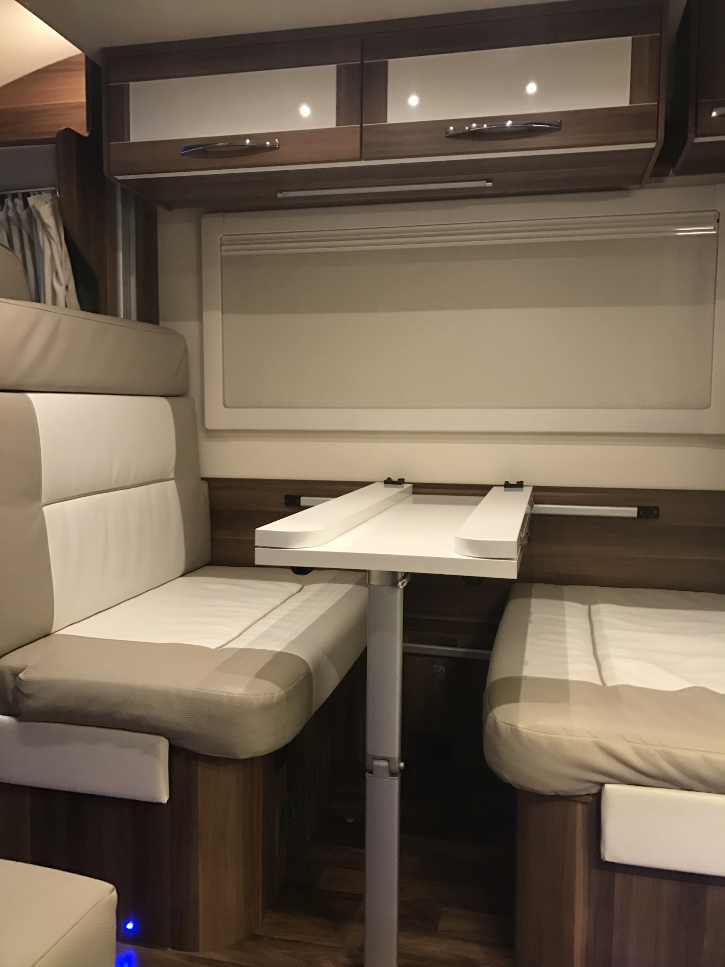 Roller Team 747 Dining Area