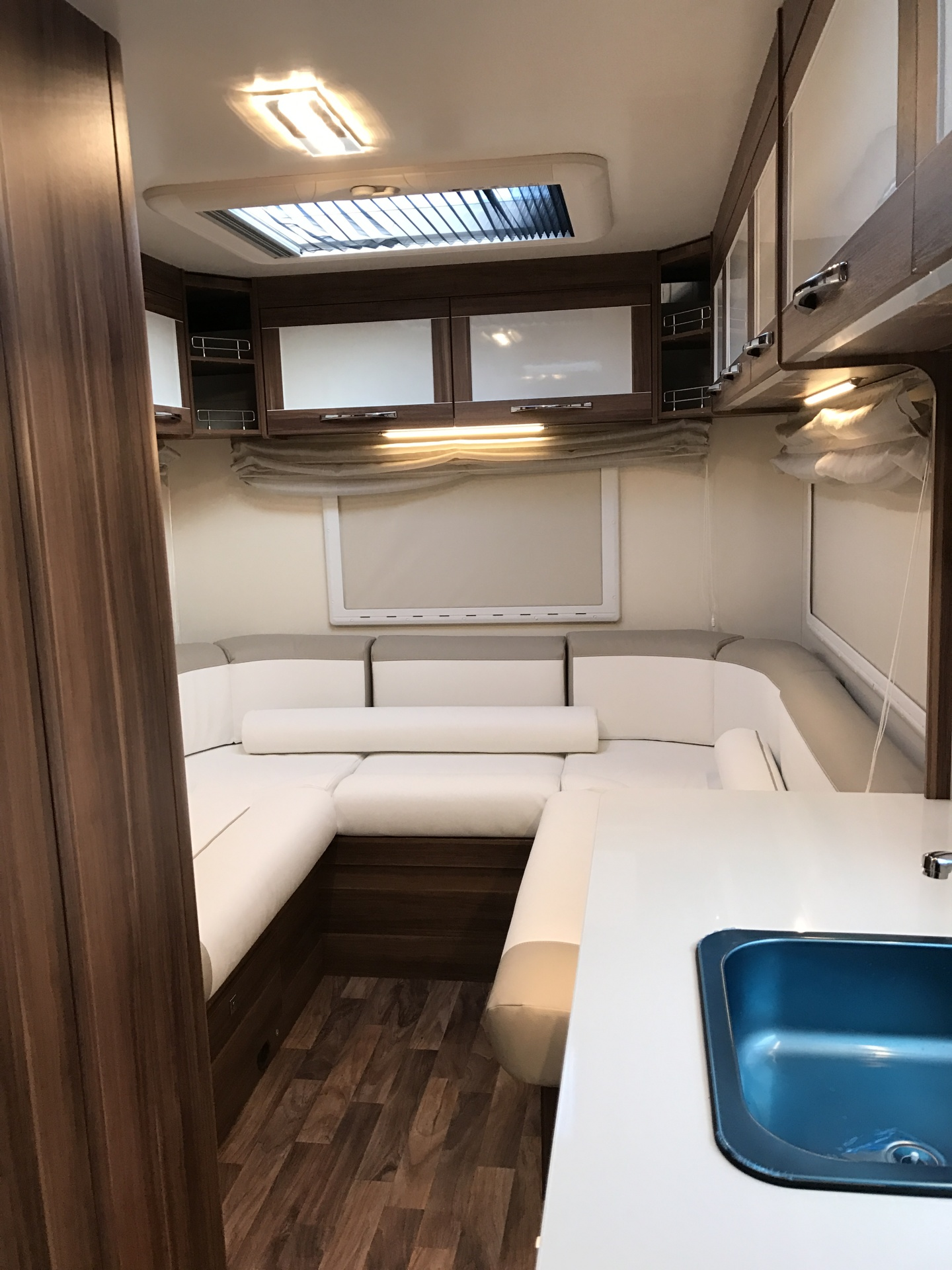 746 U-Shaped Lounge