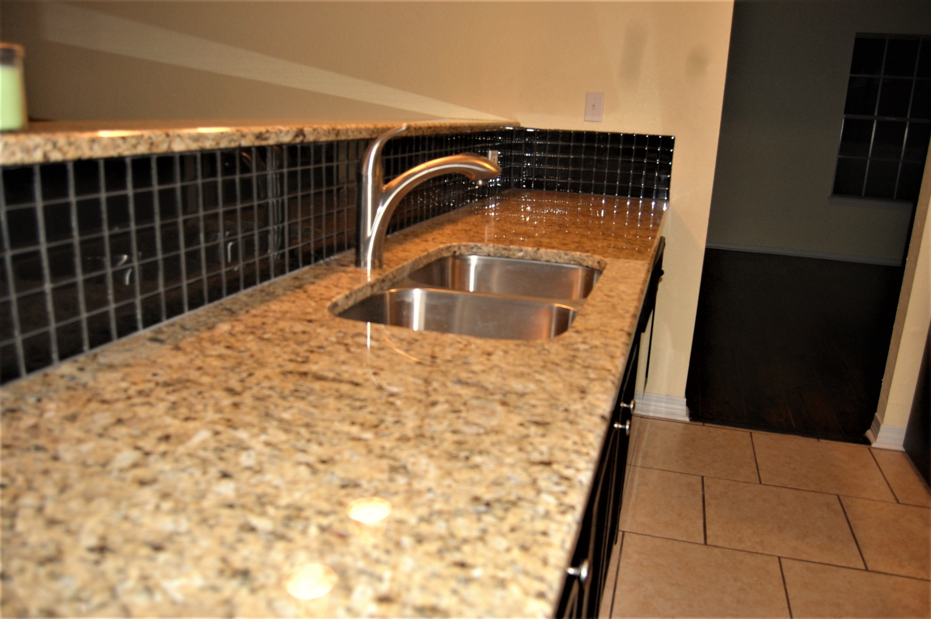 Venetian Gold Counter Tops w/ Onx Backslash