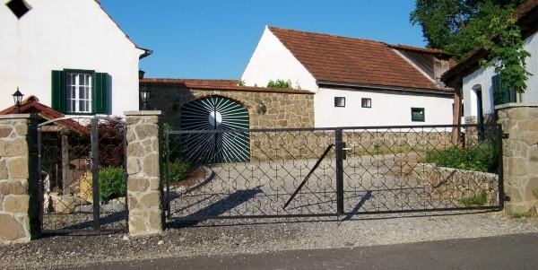 Einfahrt/Entrance Gate