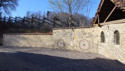 Die Steinmauer ist fertig