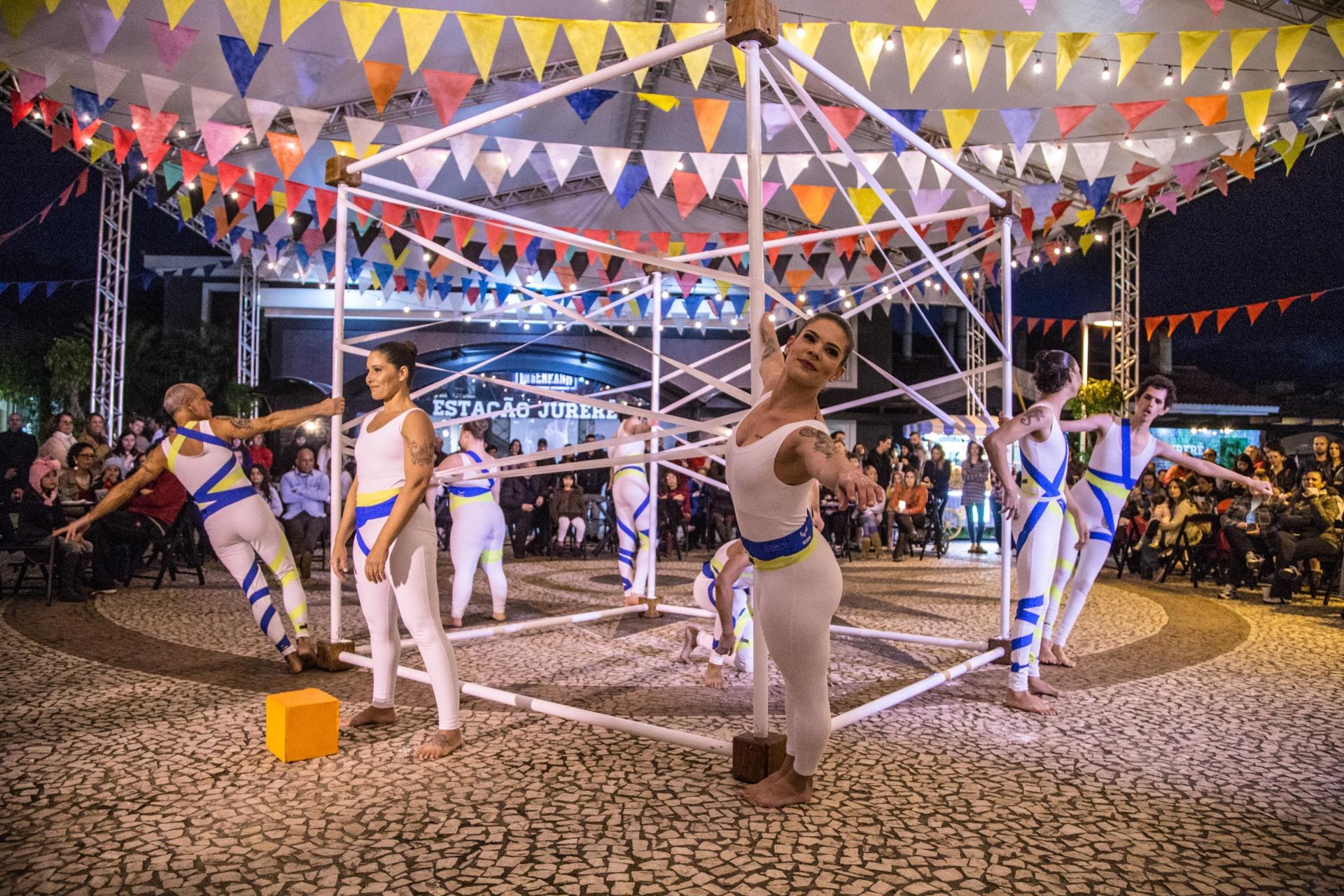"""""""Convite ao Olhar"""" em recente apresentação no Winter Fest, em Jurerê Internacional, em Florianópolis"""