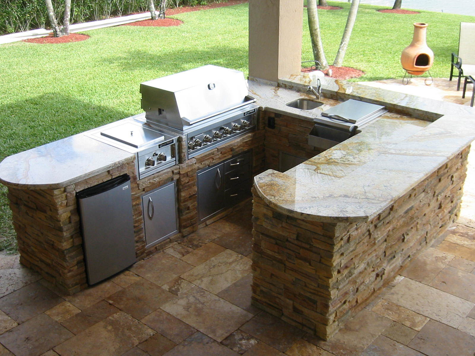 Outdoor Barbecue, Outdoor grills and kitchens