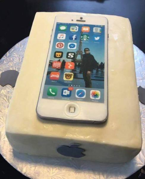 Fondant IPhone with edible image.