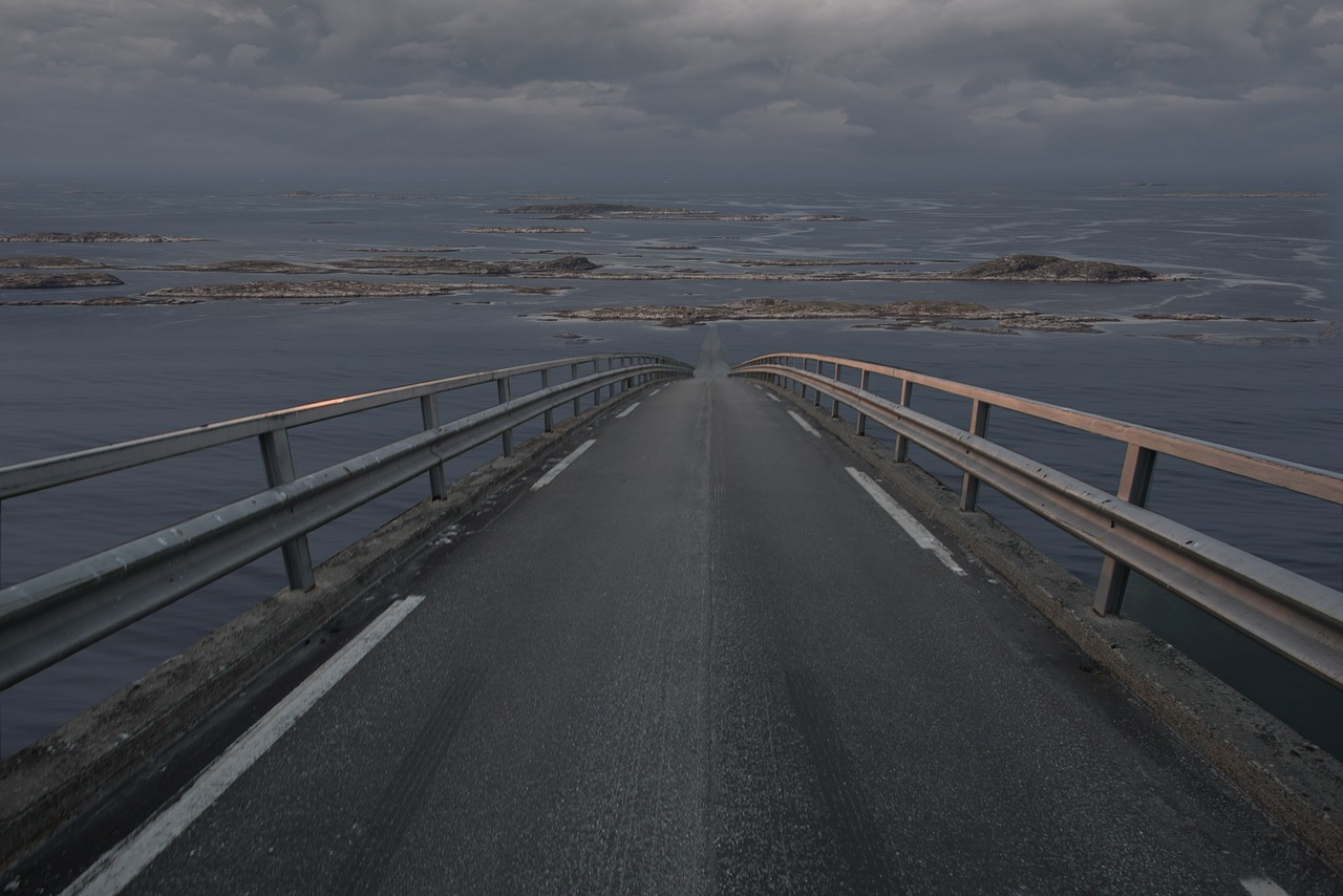 main-road-3299986_1280
