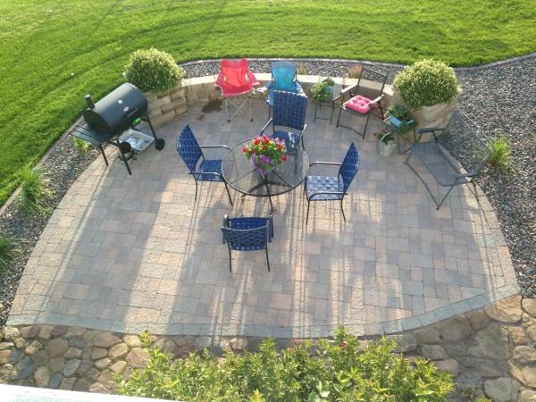 Scott Pionk Landscaping outdoor dining patio