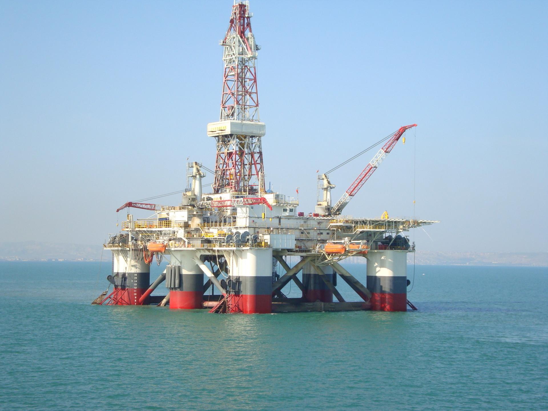 CASPIAN DRILLING, semi submersible drilling rig ISTIGLAL; Coral Shelf Explorer Series; semi submersible drilling rig DADA GORGUD; Friede Goldman Pacesetter series 9500