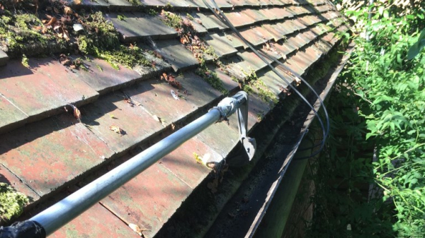 Clearing guttering