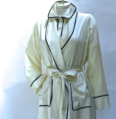 SILK ROBE CLASSIC WITH PIPING $410.00 creme/black