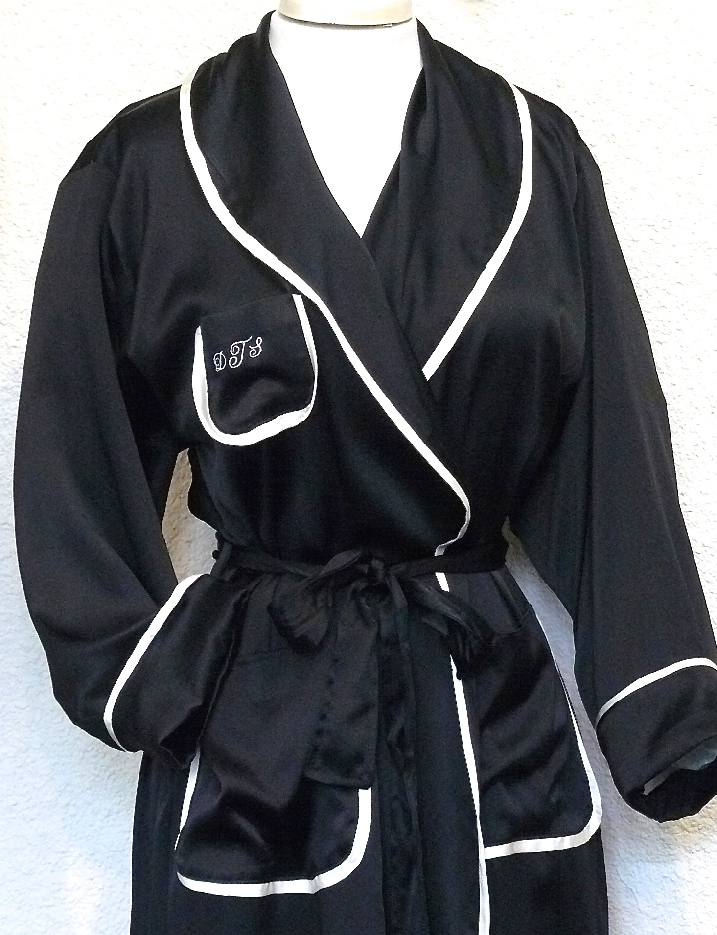 SILK ROBE CLASSIC WITH PIPING $410.00 black/creme