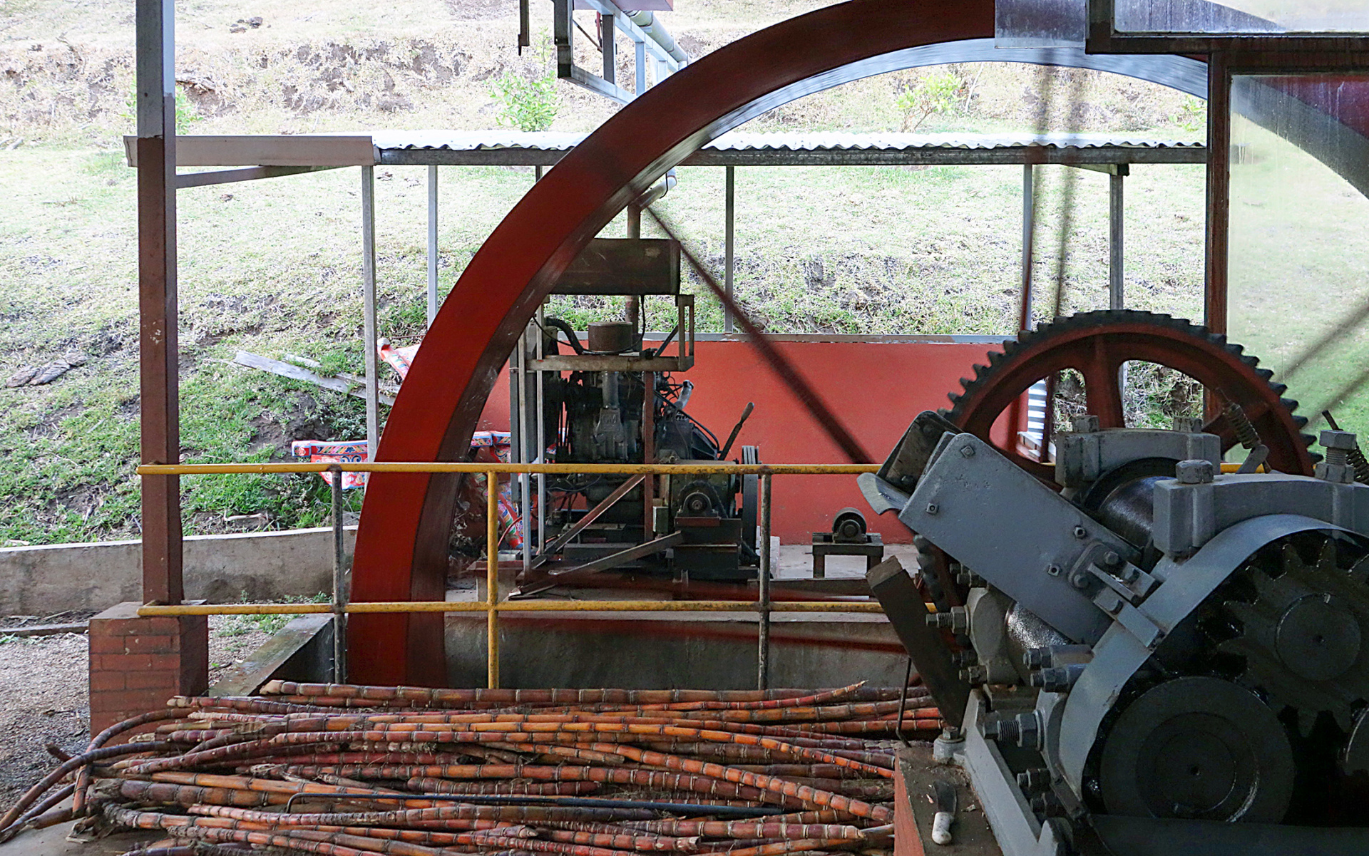 machine used in getting juice from the pulp of sugar cane stems