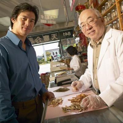 traditional chinese doctor with Antler velvet customer