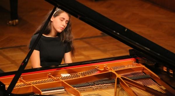 Michelle Candotti                       Student of Andrea Bonatta