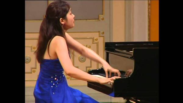 Yui Yoshioka                       Student of Dina Yoffe