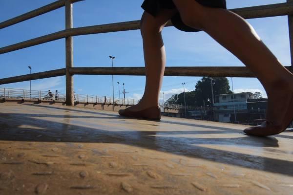 street photography, feet, bridge