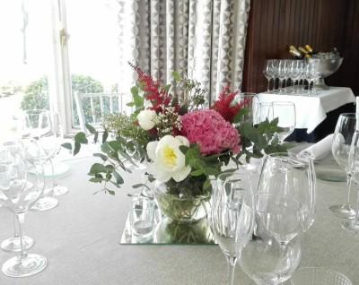 Centro de mesa con hortensia y peonias