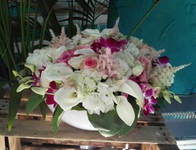 Jarrón grande con calas y orquídeas