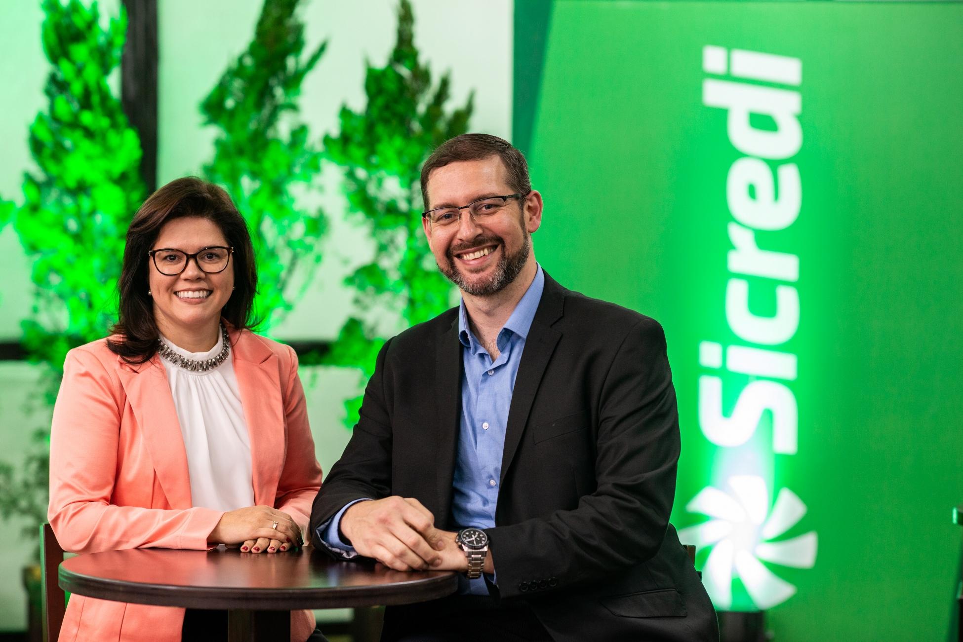 Tiago Schmidt e Heloisa Lopes a frente da Sicredi Pioneira RS