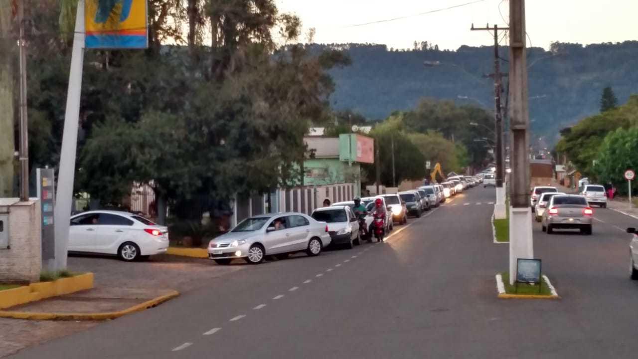 Gasolina chega a posto de combustível de  São José do Hortencio