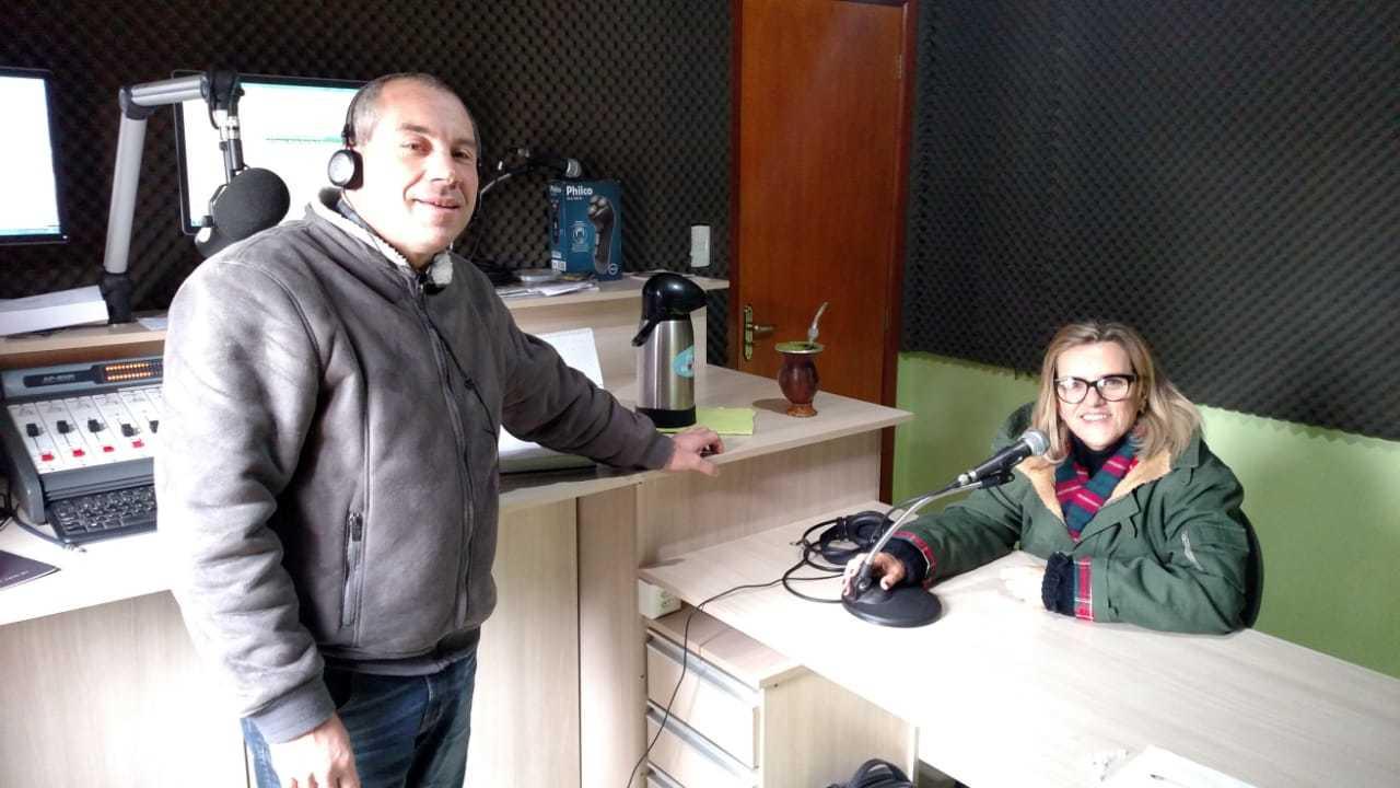 Marília Leão Fortes visita Rádio Hortêncio FM