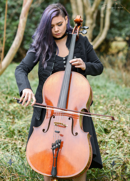Madison - Cellist