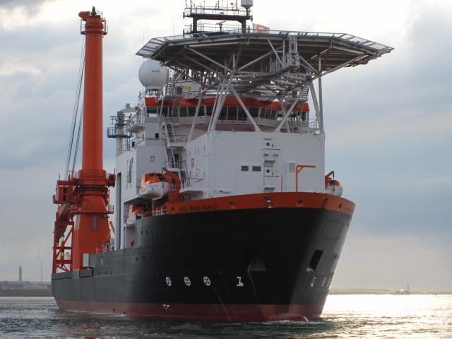 HOS IRON HORSE; Merwede, Huisman 400MT Offshore Mast crane; Huisman 20MT knuckle boom crane