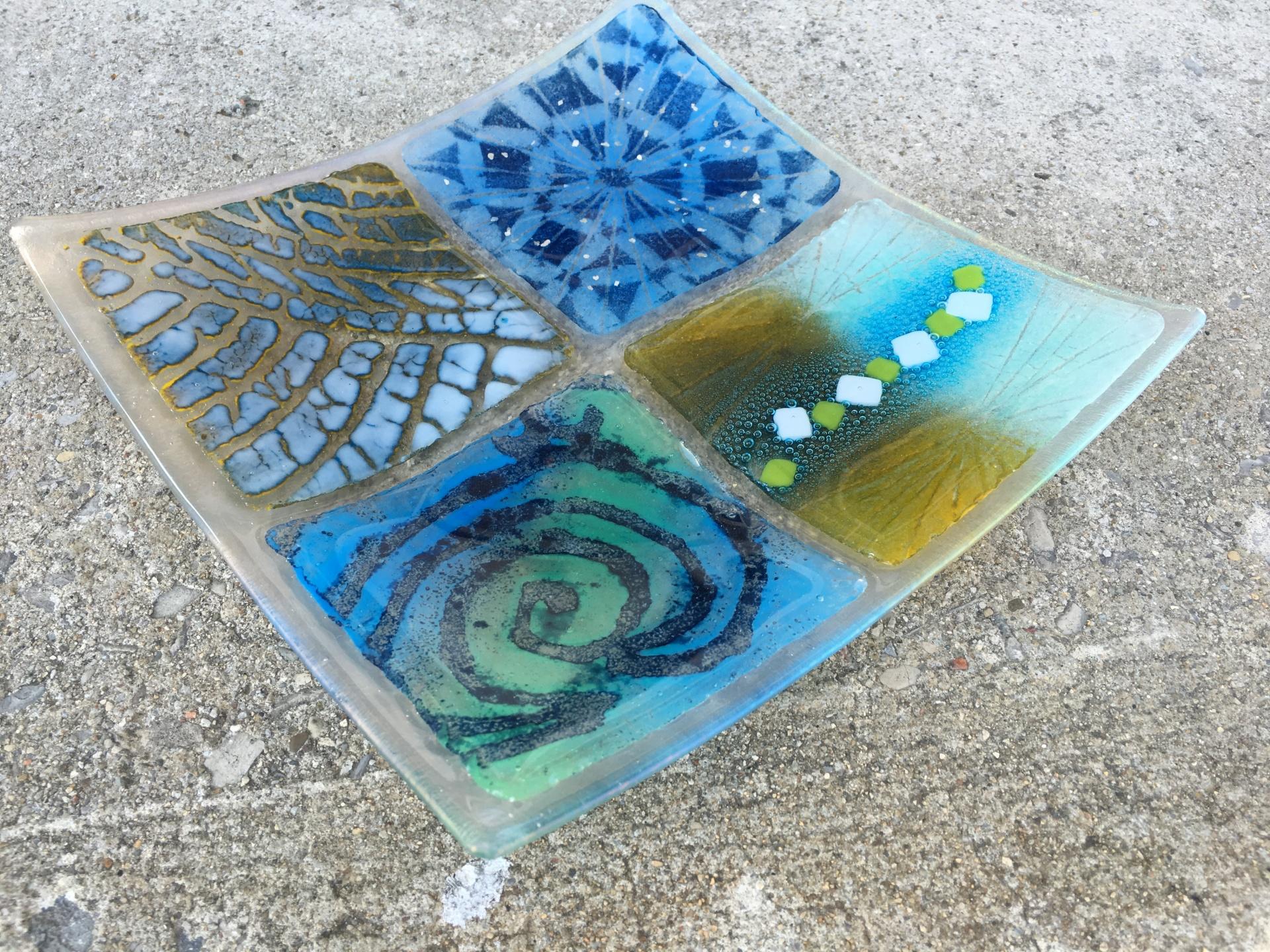 4 Panel Blue Dish