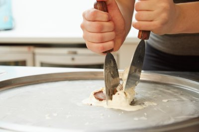 Chopping and Mixing Rolled Ice Cream