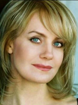 Eileen Grubba as Maggie