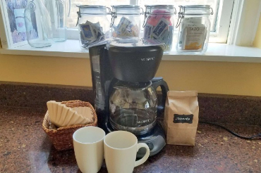 Chicago Guest House on Newport complimentary coffee