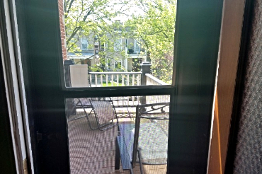2nd floor apartment dbalcony over looking Newport Avenue