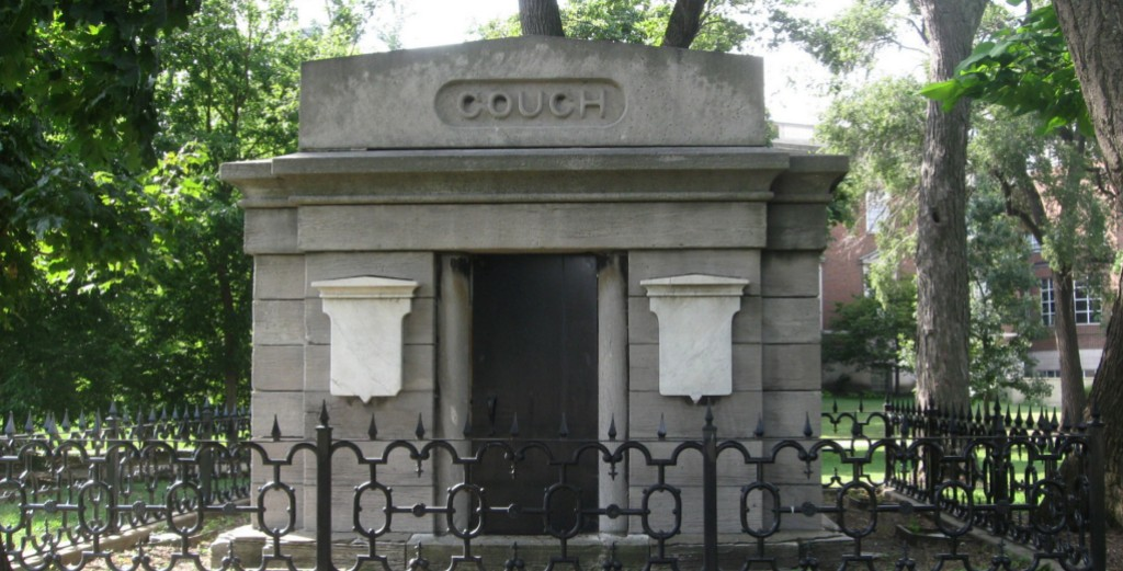 Couch Vault in Lincoln Park Chicago