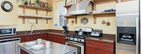 Chicago Guest House Vacation Rental in Chicago on Newport Ave Addison Suite