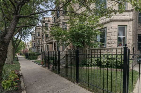 Chicago Guest House a Historic greystone building on tree lined Lakewood ave