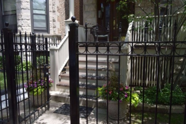 Chicago Guest House on Lakewood Ave in the heart of Chicago's Wrigleyville Neighborhood. Call Teri to Reserve (312) 952-5150